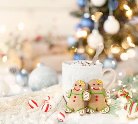 Gingerbread Cookie「Christmas gingerbread man cookies and hot chocolate」:スマホ壁紙(2)