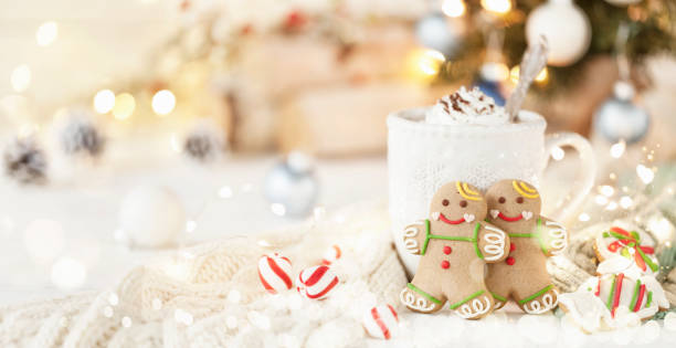 Christmas gingerbread man cookies and hot chocolate:スマホ壁紙(壁紙.com)
