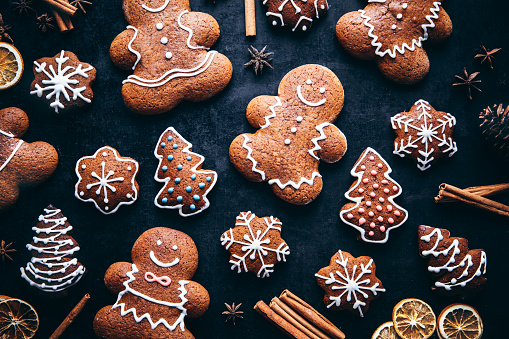 Food and Drink「Christmas gingerbread man cookies and spices」:スマホ壁紙(3)