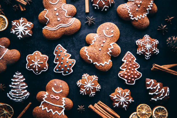 Christmas gingerbread man cookies and spices:スマホ壁紙(壁紙.com)