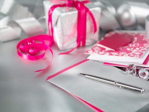 Gift「クリスマスギフト、リボン、ペン用とカード」:スマホ壁紙(15)