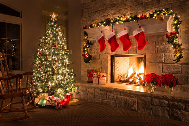 Christmas. Glowing fireplace, hearth, tree. Red stockings. Gifts and decorations.:スマホ壁紙(壁紙.com)