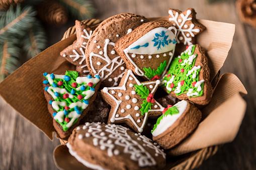 Gingerbread Cookie「Christmas gingerbread in basket」:スマホ壁紙(9)