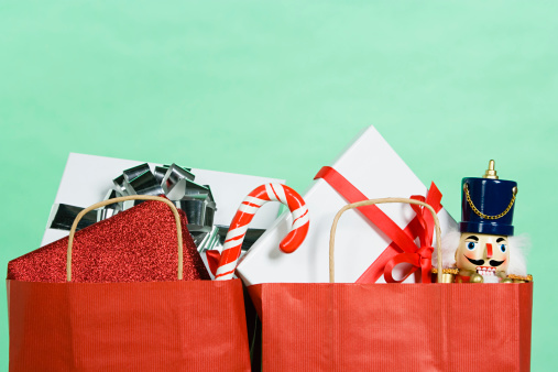 Green Background「Christmas gifts in a shopping bag」:スマホ壁紙(19)