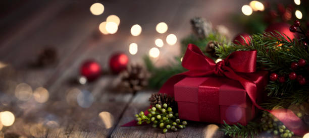 Christmas Gift on Old Wood Background:スマホ壁紙(壁紙.com)