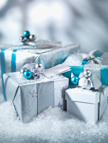 Wrapped「Christmas gifts with silver ribbon」:スマホ壁紙(12)
