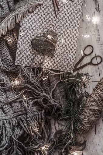 スカーフ「Christmas Gift ready to be wrapped」:スマホ壁紙(18)