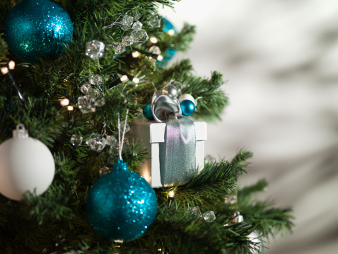 Gift「Christmas gift and ornaments on tree」:スマホ壁紙(19)