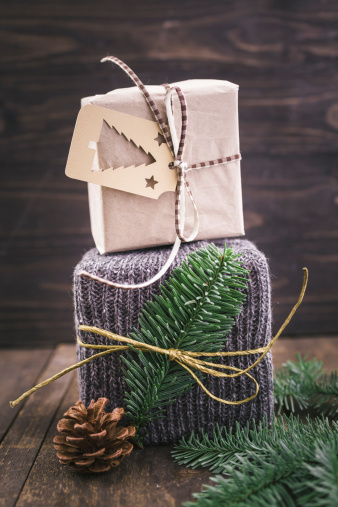 Tradition「Christmas gift wrapped in knitted gift wrap」:スマホ壁紙(1)