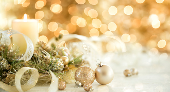 Glitter「Christmas Gold Ornaments and Candle」:スマホ壁紙(18)