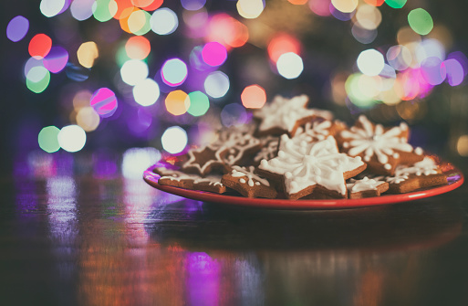 Biscuit「Christmas Gingerbread stars cookies infront Christmas tree」:スマホ壁紙(2)