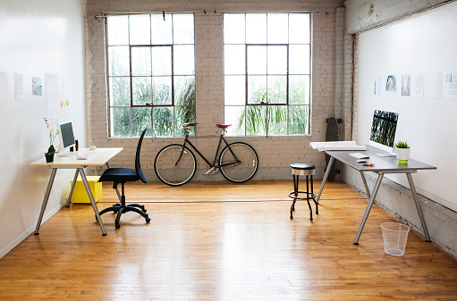 New Business「Bicycle and desks in modern office」:スマホ壁紙(2)