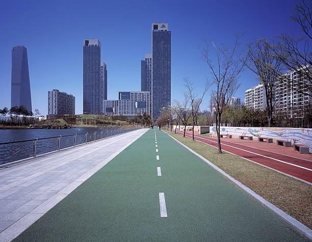 Bicycle and pedestrian paths towards Songdo:スマホ壁紙(壁紙.com)