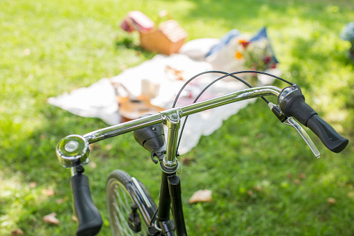 Picnic「Bicycle and picnic blanket」:スマホ壁紙(13)