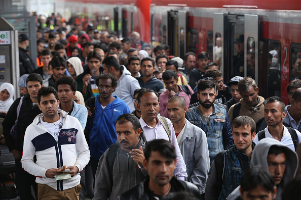 Germany「Migrants Arrive In Germany Following Ordeal In Hungary」:写真・画像(7)[壁紙.com]