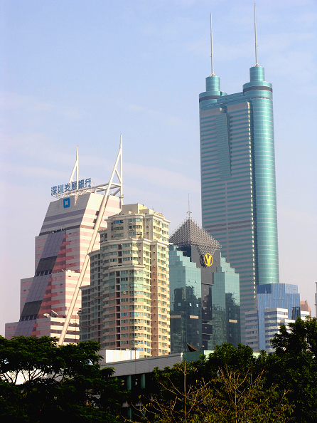 skyscraper「The Diwang Mansion with other high rise buildings in Shenzhen City, Guangdong Province, China, 2004.」:写真・画像(11)[壁紙.com]