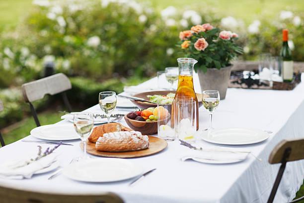 Food on table in garden:スマホ壁紙(壁紙.com)