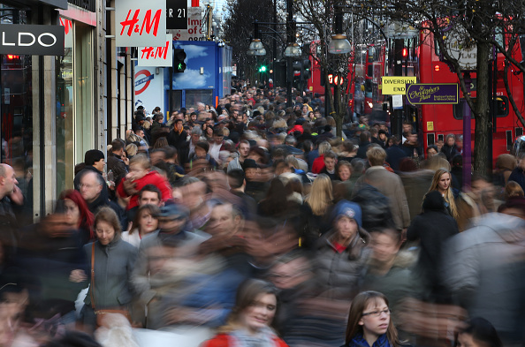 Crowd「Christmas Shoppers Brave Crowds During So-Called 'Panic Saturday'」:写真・画像(17)[壁紙.com]