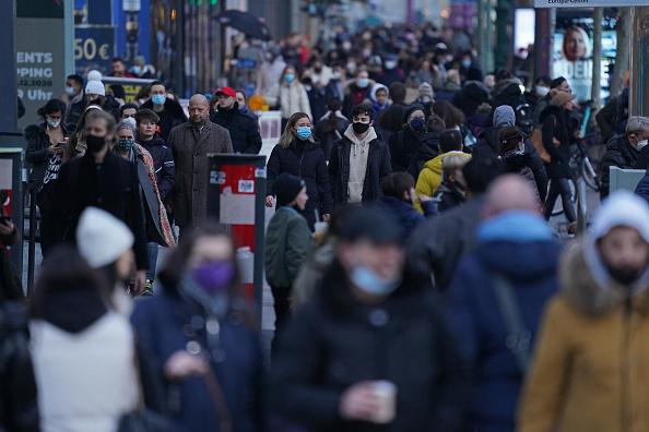 Crowd「Last Minute Christmas Shopping Before Hard Lockdown During Coronavirus Pandemic」:写真・画像(10)[壁紙.com]