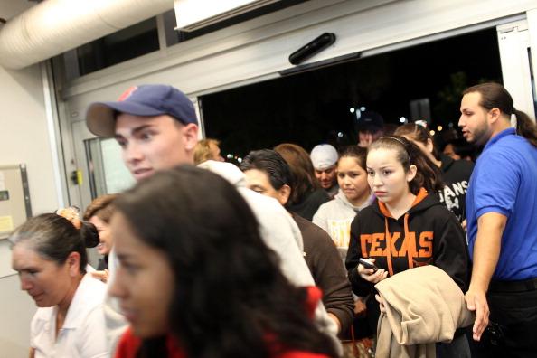 Naples - Florida「Black Friday Shoppers Hunt For Holiday Bargains」:写真・画像(12)[壁紙.com]