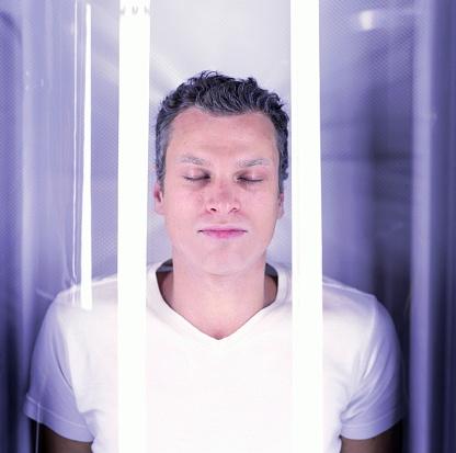 雪「Young man, eyes closed, in cryogenics chamber, close-up」:スマホ壁紙(5)