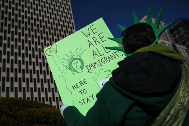 ニューヨーク市「Activists Hold Solidarity Vigil Against Deportation In New York City」:写真・画像(4)[壁紙.com]