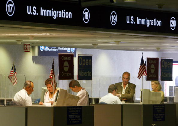 アメリカ合州国「Database Aids Immigration Inspectors' Work」:写真・画像(4)[壁紙.com]