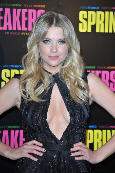 Keyhole Neckline「'Spring Breakers' Paris Premiere at Le Grand Rex」:写真・画像(9)[壁紙.com]