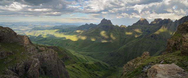 Lesotho「Panoramic of Cathedral Peak in the Drakensberg」:スマホ壁紙(11)