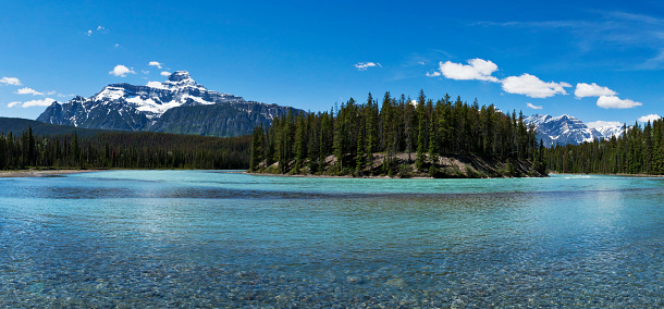 Athabasca River「Panoramic of Athabasca River in the Canadian Rocky Mountains of Jasper National Park, Alberta, Canada」:スマホ壁紙(15)