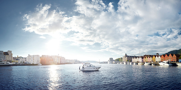 Water Surface「Panoramic of port with speedboat, Bergen, Norway」:スマホ壁紙(8)