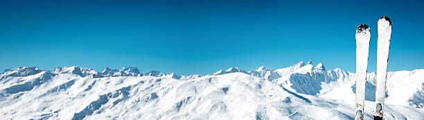 スキーの前に、のどかな山の範囲:スマホ壁紙(壁紙.com)