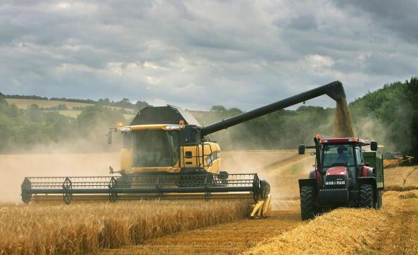 Combine Harvester「Agriculture Dominates Debate Over EU Funding」:写真・画像(2)[壁紙.com]