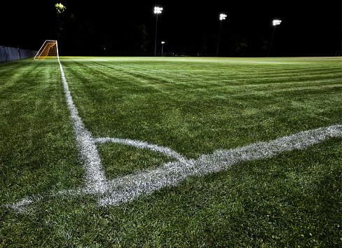 Sideline「Soccer Field at Night」:スマホ壁紙(9)