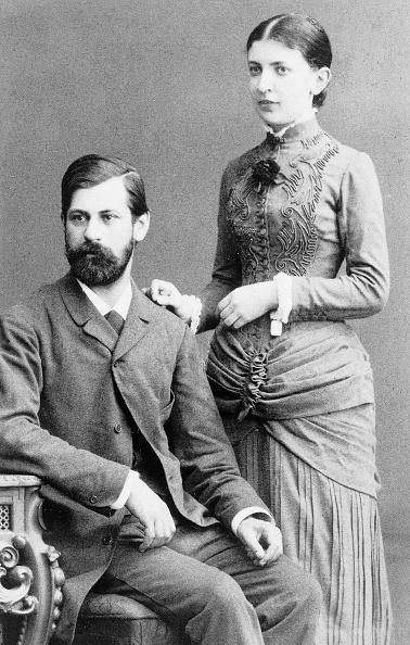 Fiancé「Sigmund Freud (1856-1939) austrian psychoanalyst here with fiancee Martha」:写真・画像(19)[壁紙.com]