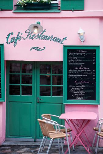 ピンク色「小さなカフェ」のモンマルトル、パリで」:スマホ壁紙(5)