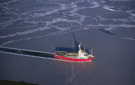 Ice-breaker「Marine Seismic in Canada's Arctic」:スマホ壁紙(1)
