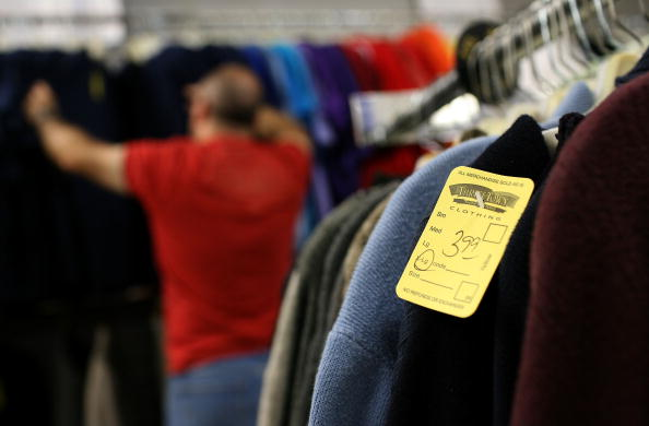 Sweater「Thrift Stores See Increased Profit During Economic Downturn」:写真・画像(16)[壁紙.com]