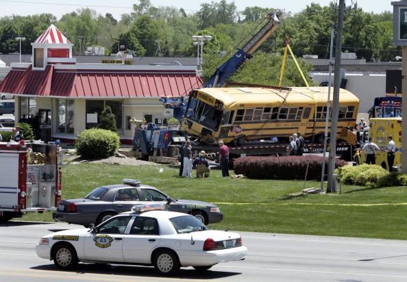 School Bus「Missouri School Bus Crash Leaves Two Dead」:写真・画像(8)[壁紙.com]