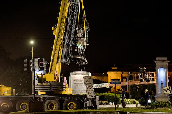 Removing「Civil War Era Statue Of Beauregard Taken Down In New Orleans」:写真・画像(12)[壁紙.com]