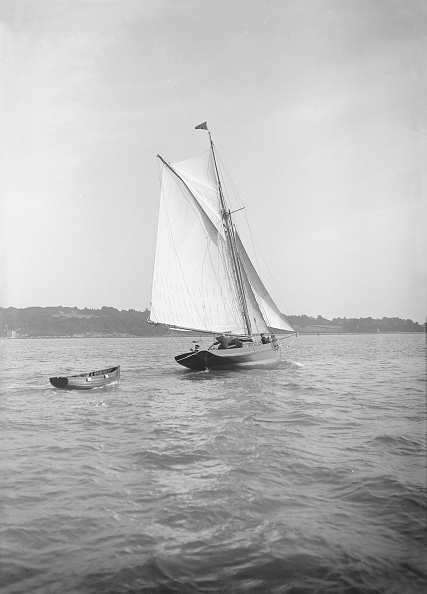 Cutting「The Cutter Citara Under Sail And Towing Tender」:写真・画像(13)[壁紙.com]