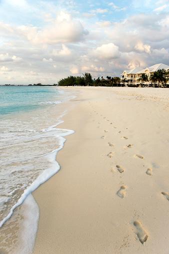 ケイマン諸島「フットプリントビーチの風景」:スマホ壁紙(13)