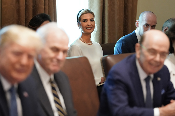 Advice「President Trump Holds A Cabinet Meeting At The White House」:写真・画像(10)[壁紙.com]