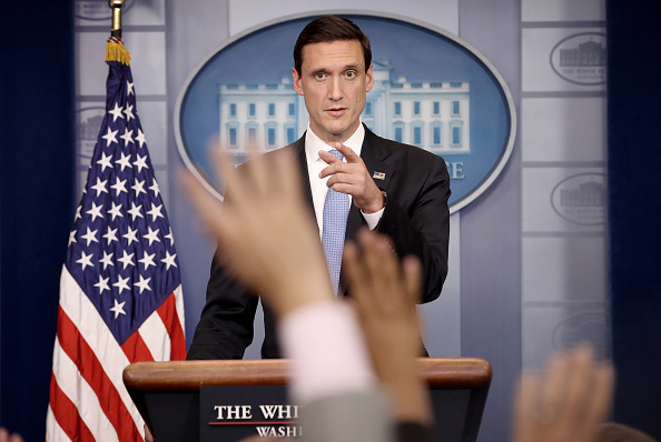 Advice「Press Secretary Sarah Sanders Holds White House Press Briefing」:写真・画像(8)[壁紙.com]