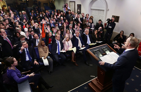 プレスルーム「Press Secretary Sean Spicer Holds Daily Press Briefing At The White House」:写真・画像(5)[壁紙.com]
