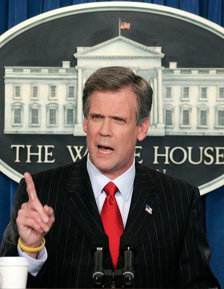 Patriotism「White House Press Secretary Snow Conducts First Briefing」:写真・画像(15)[壁紙.com]