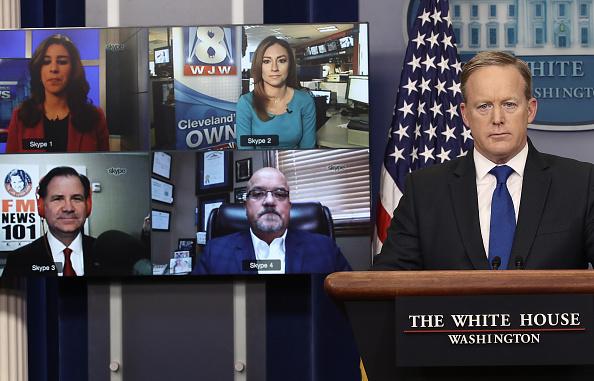 政治と行政「White House Press Secretary Sean Spicer Holds Daily News Briefing」:写真・画像(2)[壁紙.com]