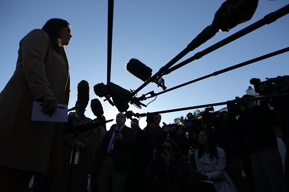 Interview - Event「Press Secretary Sarah Sanders Speaks To The Media Outside The White House」:写真・画像(8)[壁紙.com]