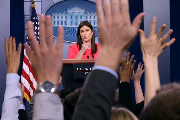 Press Conference「White House Press Secretary Sarah Sanders Holds Daily Press Briefing」:写真・画像(8)[壁紙.com]