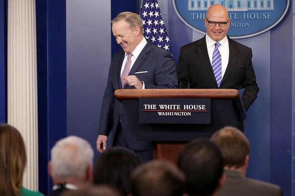 Sake「White House Press Secretary Sean Spicer Holds Daily Press Briefing」:写真・画像(4)[壁紙.com]